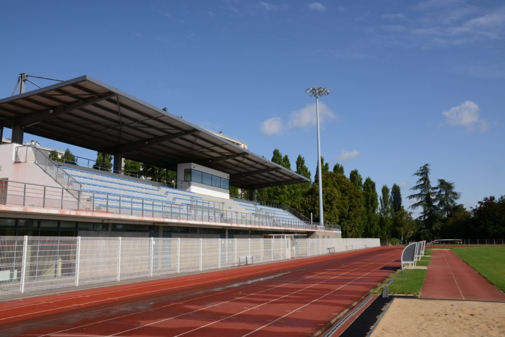 Tribunes du stade du Parc des sports Langrenay