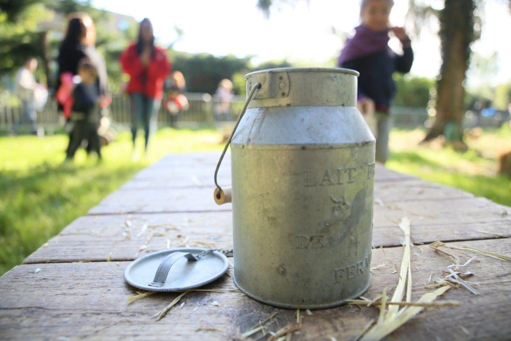 Chasse aux œufs, les enfants dans les jardins du Moulin de Gravigny